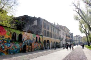 Histoire de l'art : Promenade autour des basiliques et de la Porta Ticinese @ Devant la basilique sant'eustorgio